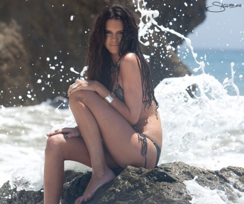 Kendall Jenner wallpaper probably containing a bikini titled Beach Shoot