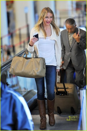 Cameron Diaz Takes Flight