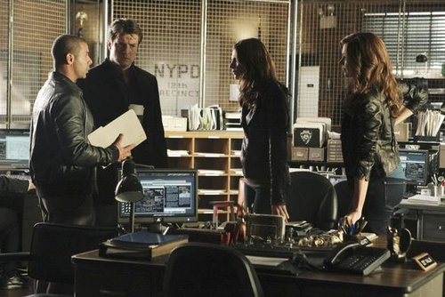 Kate Beckett 바탕화면 probably containing a 브라 세리 and a 읽기 room entitled Castle_3x11_Nikki Heat_Promo pics