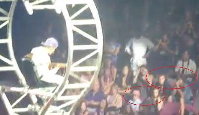 Chris, Ryan, Caitlin, Chaz watching Justin in tamasha