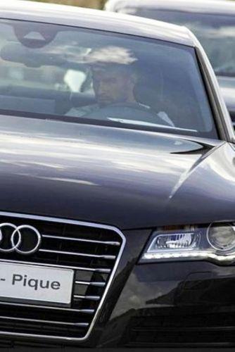 Gerard Piqué in car