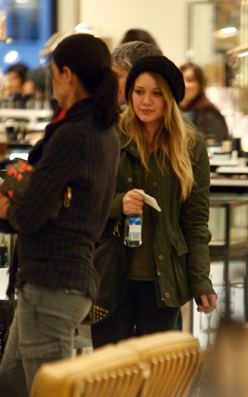 Hilary out in Beverly Hills - hilary-duff photo