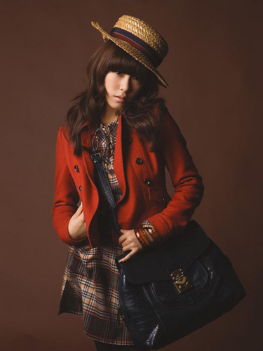 Tiffany Hwang wallpaper with a fedora, a boater, and a hip boot entitled Hot Tiffany <3