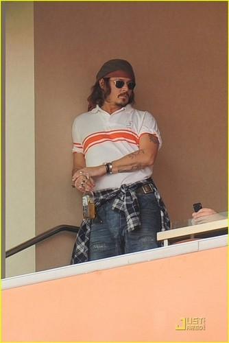 Johnny Depp in Miami & at a Football Game 19.12.2010