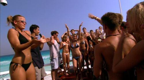 로라 램지 바탕화면 probably with a bikini, a bather, and a water called Laura in The Real Cancun: Deleted Scenes