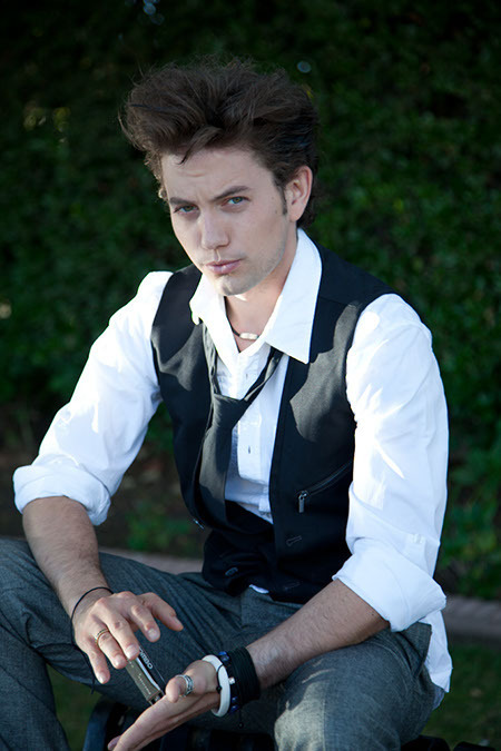 más Jackson Rathbone Outtakes From Zooey Magazine!