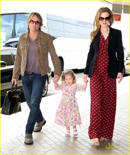 Nicole Kidman & Keith Urban: Sydney Airport with Sunday!