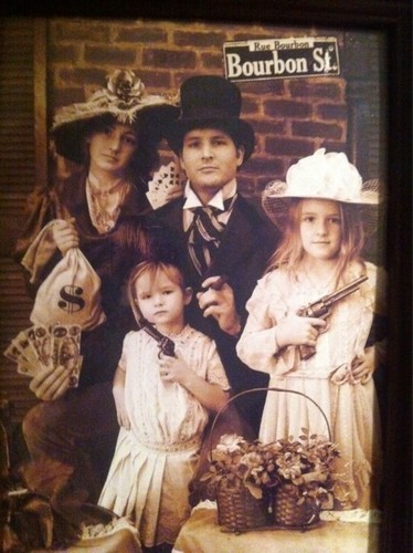 Peter Facinelli Tweets Going 首页 For 圣诞节 & A Facinelli Gang Photo!