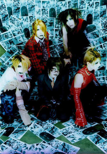 The GazettE back in 2002 (with Yune)