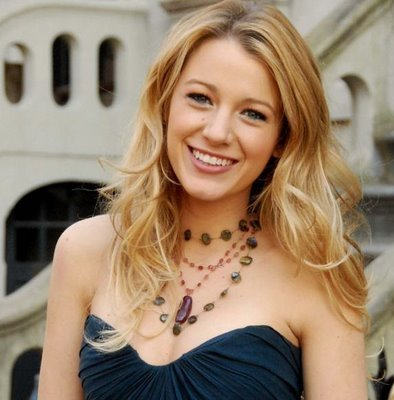 Gossip Girl wallpaper probably with a cocktail dress, attractiveness, and a bustier called blake lively (serena)