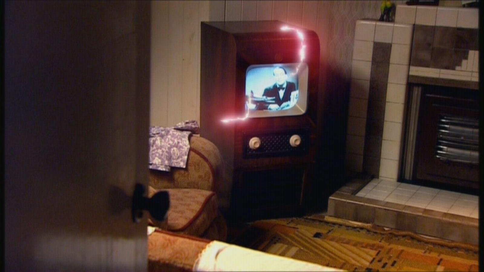 2x07 The Idiot's Lantern