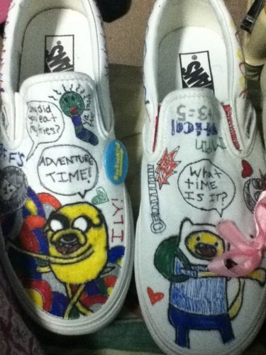 अड्वेंचर टाइम वित फिन आंड जेक वॉलपेपर containing a running shoe called Adventure Time shoes.