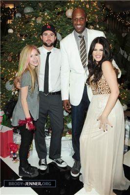 Avril spends natal eve with Kim Kardashian