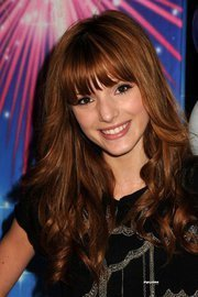 Bella Thorne Hintergrund containing a parasol and a portrait called Bella Avery Thorne