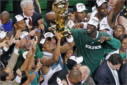 Boston Celtics Hintergrund with a basketball player titled Boston Celtics World Champions 2008