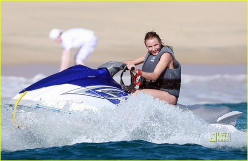 Cameron Diaz: Paddle Surfing in Mexico!