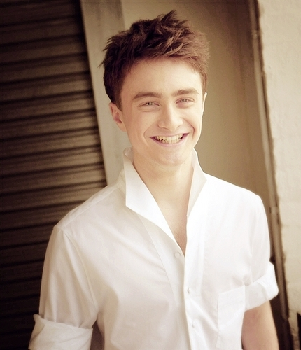 Daniel Radcliffe wallpaper titled Daniel :))