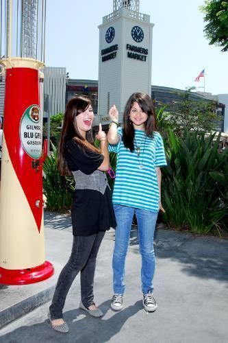 Selena Gomez et Demi Lovato fond d'écran called Demi&Selena photo
