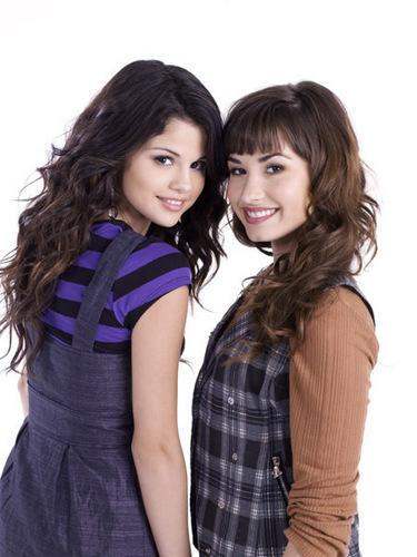 selena gomez dan demi lovato wallpaper probably containing an outerwear called Demi&Selena foto