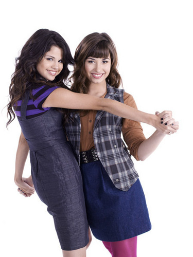 selena gomez dan demi lovato wallpaper entitled Demi&Selena foto