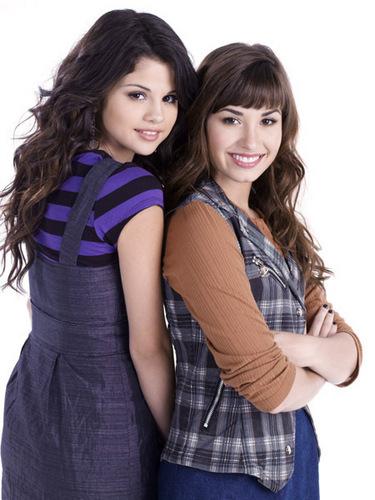 Demi&Selena litrato