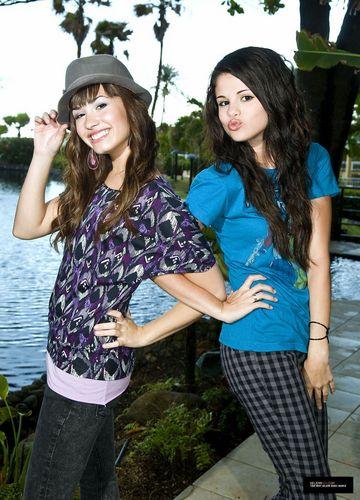Demi&Selena фото