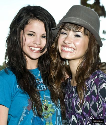 Demi&Selena picha