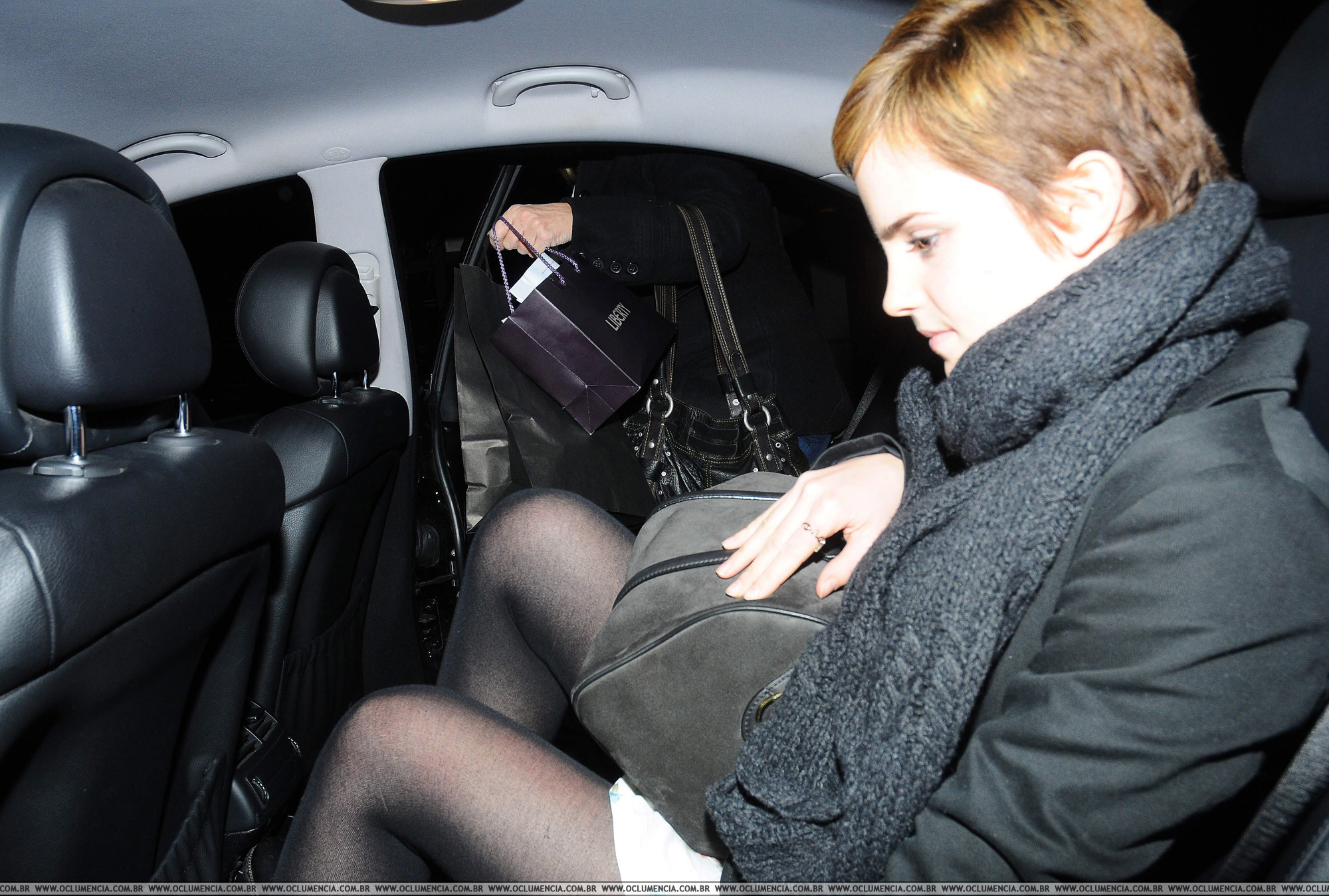 Emma in London After Shopping., 22.12.2010 - emma-watson photo