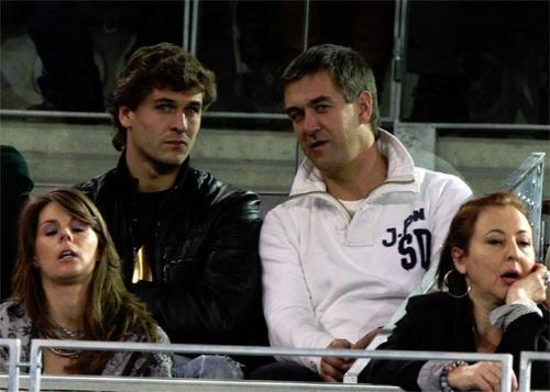 "Fernando Llorente kertas dinding titled Fernando Llorente with his brother Chus Llorente - ""Rafael Nadal Fundation"" (22.12.2010)"