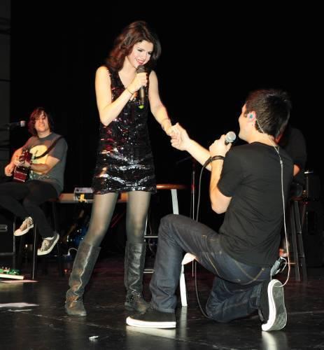 Greg & Selena 唱歌 I want it that way