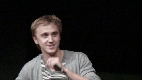 Harry Potter actors attend Magic 크리스마스 팬 convention in France