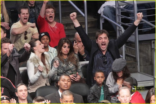 Javier Bardem: Lakers Game with Pregnant Penelope! - penelope-cruz Photo