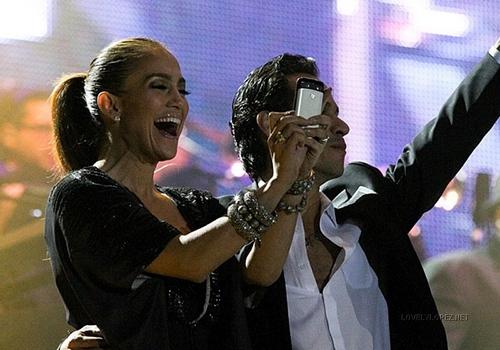 Jennifer @ Marc Anthony concerto at Angel de la Independencia 12/18/10