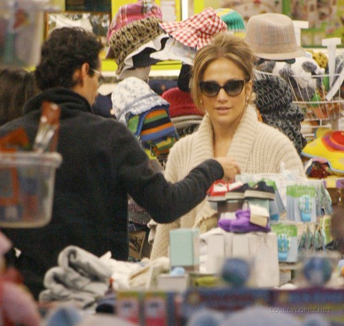 Jennifer & Marc Shopping at Kitson Kids 12/22/10