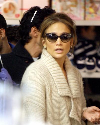 Jennifer & Marc Shopping at Kitson Kids 12/22/10