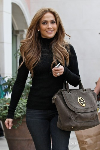Jennifer Shopping on L.A. 12/23/10 - jennifer-lopez Photo
