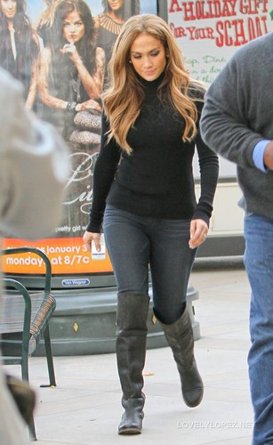 Jennifer Shopping on L.A. 12/23/10
