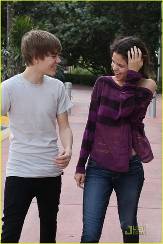 Justin Bieber and Selena Gomez wallpaper titled Justin Bieber and Selena Gomez in Miami