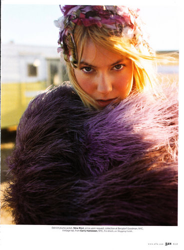 Laura Ramsey fond d'écran called Laura in Elle Magazine - March 2008