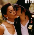 Mwa!! I'm so jelaous of her!! - michael-jackson photo