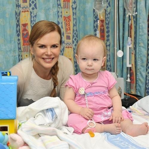 Nicole visits little Alyssa at Sydney Children's Hospital