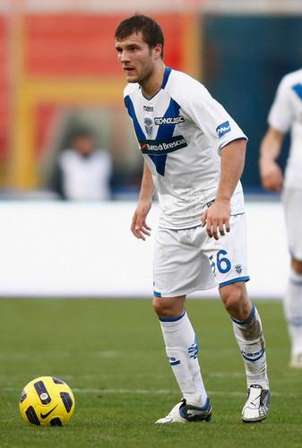 P. Hetemaj playing for Brescia