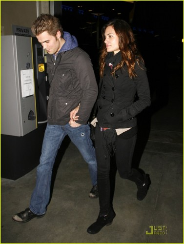 뱀파이어 다이어리 TV 드라마 바탕화면 with a business suit called Paul Wesley & Torrey DeVitto: Movie Date!