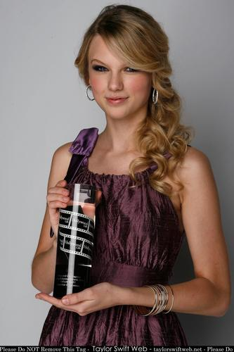 Taylor cepat, swift - Photoshoot #060: Young Hollywood Awards portraits (2008)