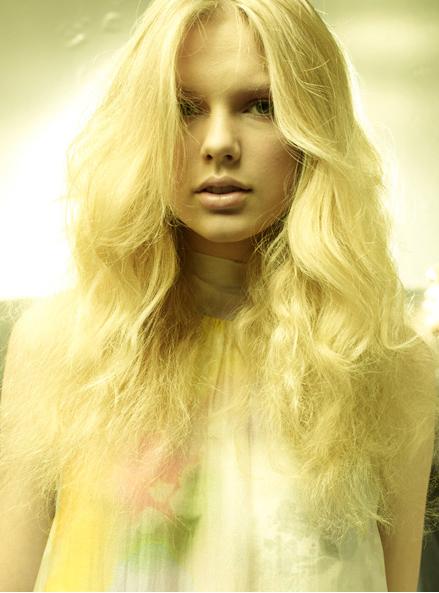 Taylor Swift Bikini Slip Up. taylor swift with guitar photo