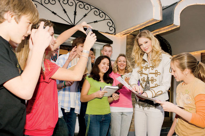Taylor Swift - Photoshoot #084: Teen Vogue (2009) - Anichu90 690x460