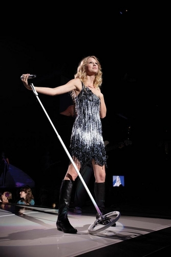 Taylor rápido, swift - Photoshoot #101: Fearless Tour (2009)