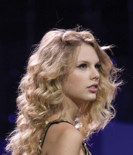 Taylor 迅速, スウィフト - Photoshoot #101: Fearless Tour (2009)