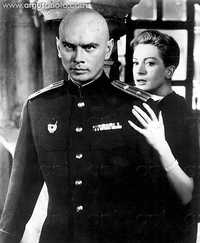 Yul Brynner kertas dinding with a green beret entitled Yul Brynner and Deborah Kerr - The Journey