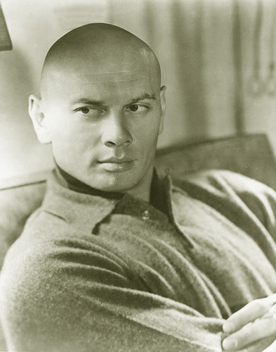Yul Brynner वॉलपेपर possibly with a neonate titled Yul Brynner
